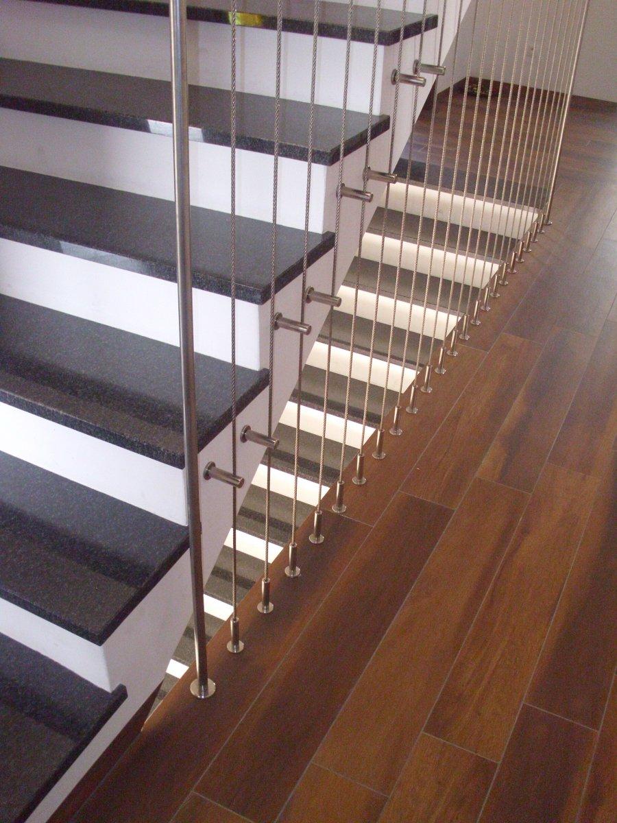 Balustrada z lin pionowych z mocowaniem pośrednim - system PS