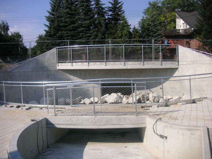 Wypełnienie siatką balustrady w parku Syatem LKZ