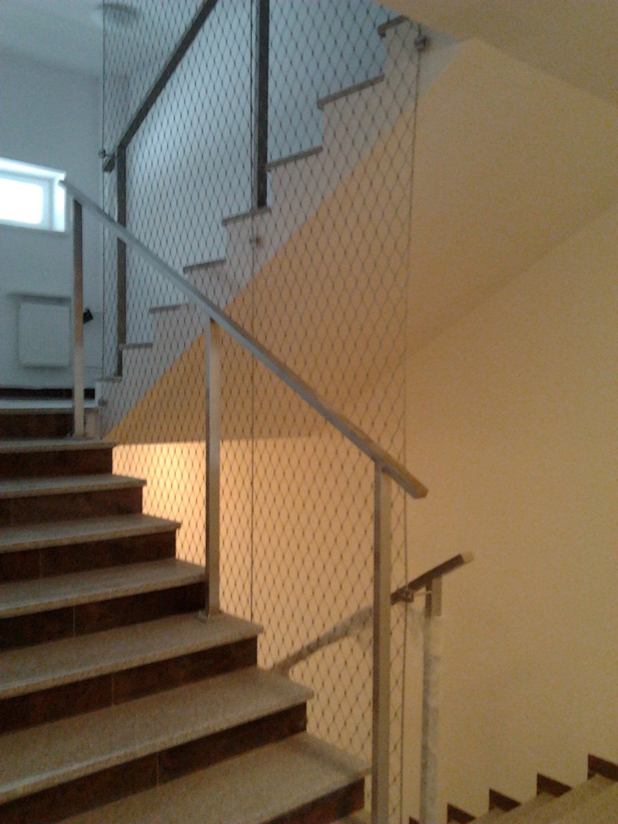Siatka w duszy schodów