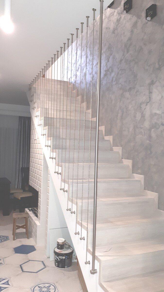 Balustrada z lin pionowych z mocowaniem bocznym