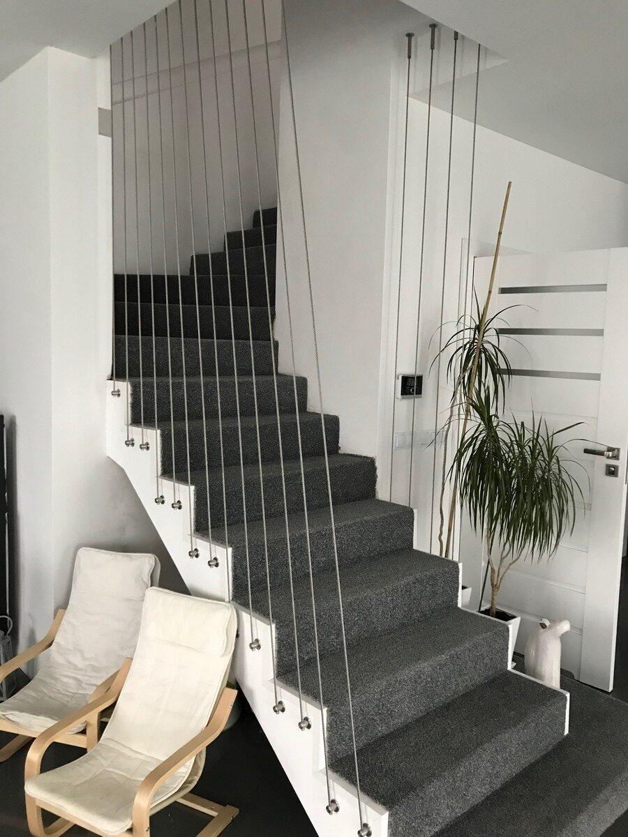Balustrada z lin z mocowaniem do boku schodka
