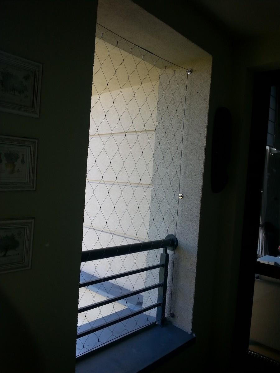 Zabezpieczenie w oknie z siatki z lin